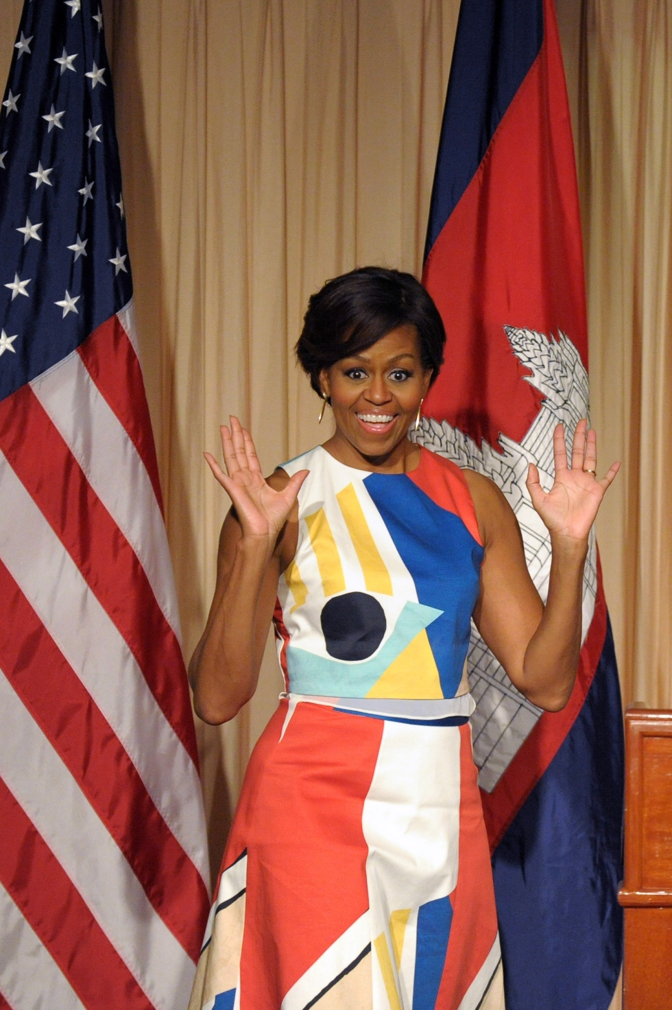 Michelle Obama Looked Uber Chic As She Make A Colorful