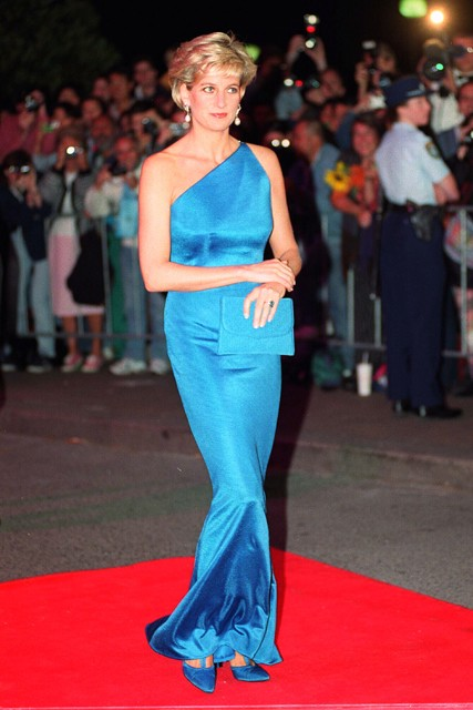 3cba4d65ab8 This Princess Diana s Versace Dress Eventually Sold For  200