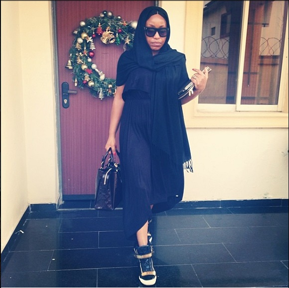 dress-and-sneakers-outfit-style-fashion-police-nigeria-3