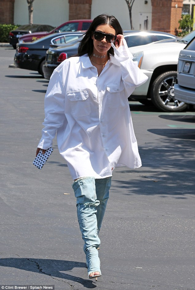 c52a858a71b Only Kim Kardashian Could Pulled Of An Oversized Shirt So Good - FPN