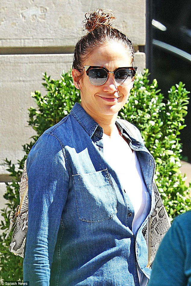 Jennifer Lopez Is Bringing Back The Shoe Trend You Used To Love In The 90 S Fpn