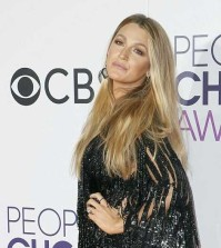 blake-lively-people'schoice-awards-fashionpolicenigeria-0