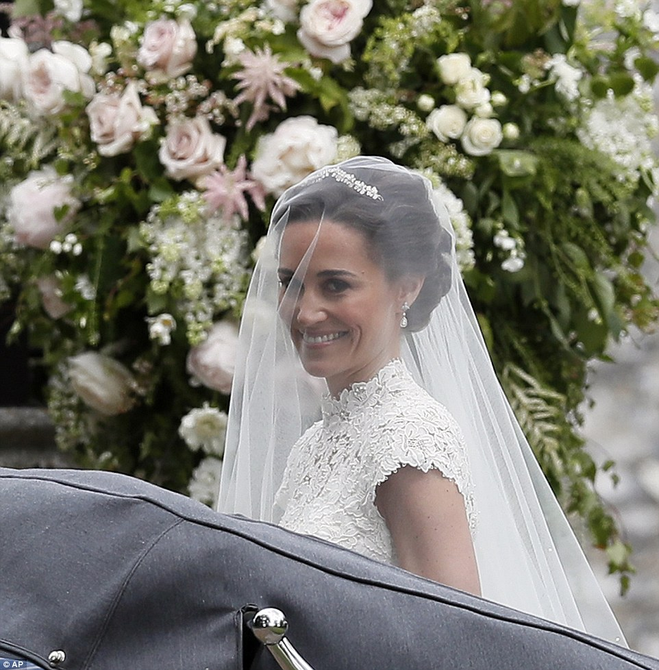 Celebrity style fashion news fashion trends and beauty for Pippa middleton wedding dress