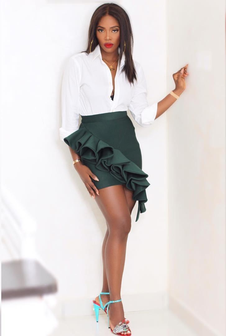 Naija celebrity pics in skirt