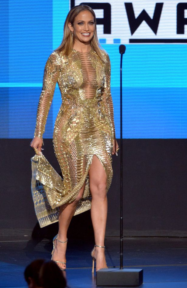 Jennifer-Lopez-gold-outfit