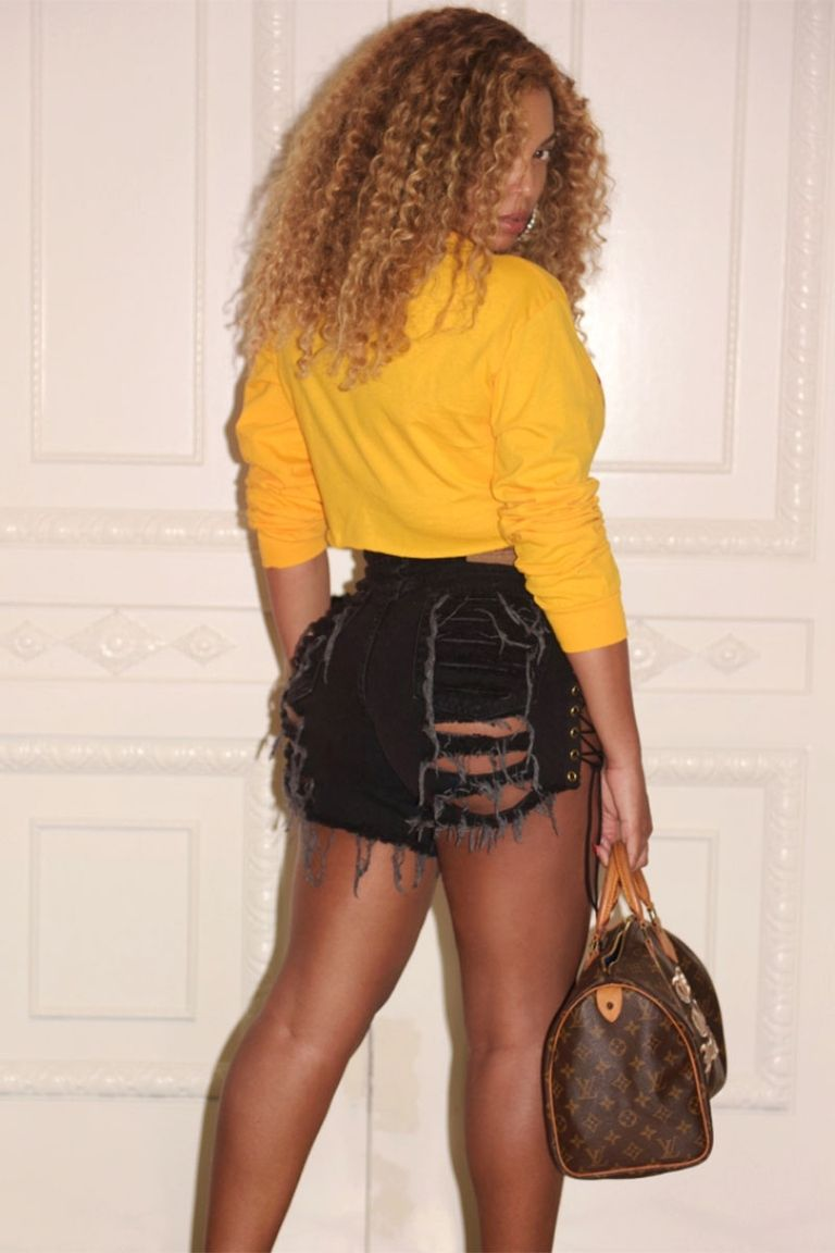 beyonce-short-denim-pants-fashionpolicenigeria