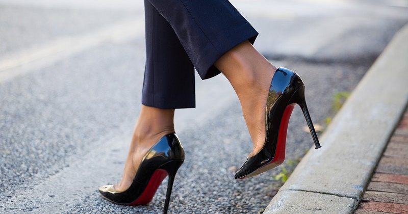 story-behind-christian-louboutin-red-sole