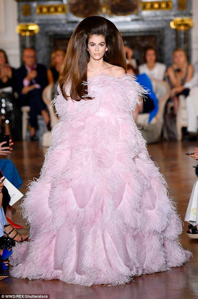 Kaia-Gerber-Valentino-Couture-Runway-Show-July-2018