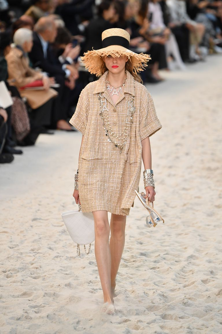 Chanel-Beach-Runway-Show-Paris-Fashion-Week-Spring-2019-010