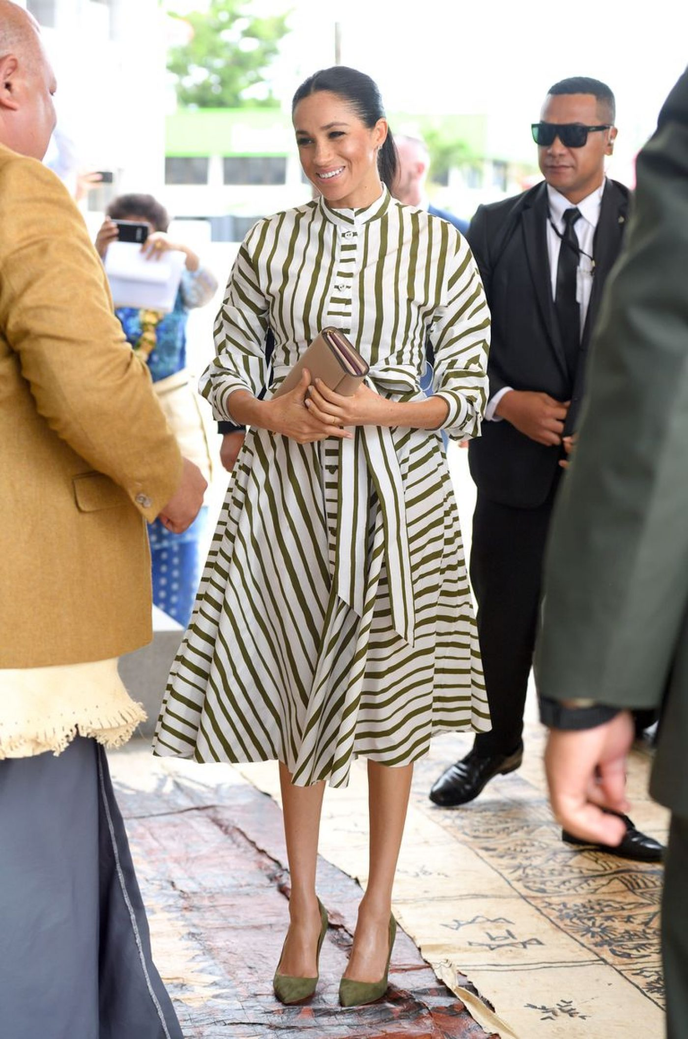 meghan-duchess-of-sussex-visits-the-st-george-building-to-news-photo-1053437998-15404990580