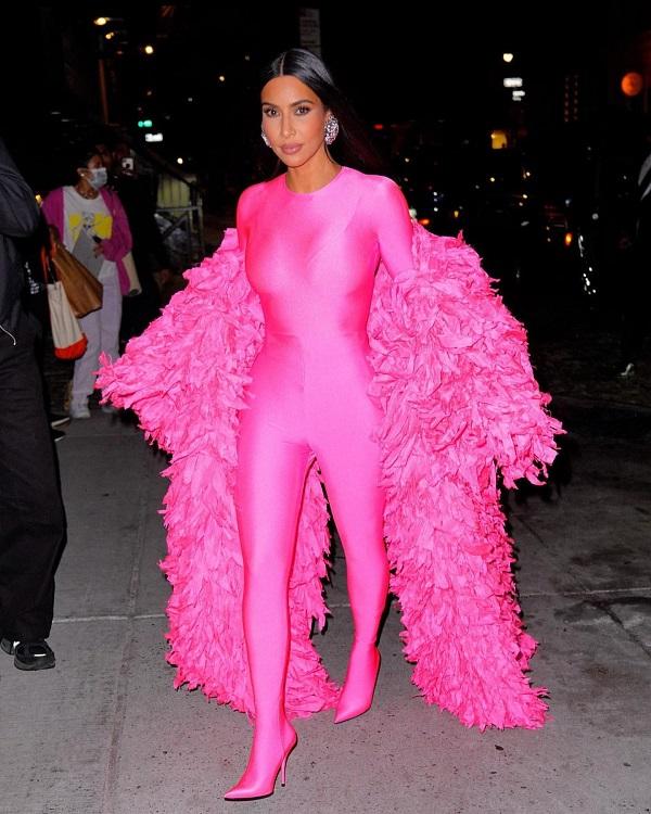 Kim Kardashian Balenciaga Look SNL