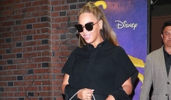 Beyonce Shows Us How To Wear The Mini Skirt Professionally