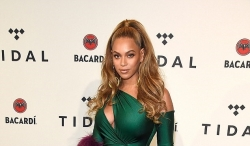 Beyonce's Green Dress Is Super Sexy But Her Earrings Will Keep Your Eyes Wide Open