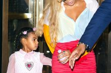 Beyonce Shows The Coolest Shoe Style To Wear With Skirt If You Don't Like Heels