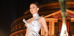 Gigi Hadid Wore This Choker Necklace Jumpsuit To Win The International Model Of The Year