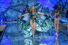 All The Fierce and Sexy Looks From Victoria's Secret Fashion Show 2015