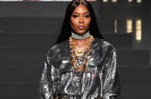 Naomi Campbell & Other Supermodels Stormed The Runway For H&M x Moschino Show