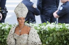 Rihanna Dressed Like A Young Modern Pope At The 2018 Met Gala