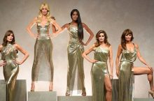 Versace Spring 2018 Show Was A Reunion Of '90s Supermodels