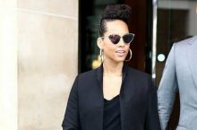 Alicia Keys Shows The Coolest Way To Wear A Black Pantsuit