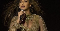 Beyoncé Looks Like Indian Bride While Performing At A High-Profile Indian Pre-Wedding Ceremony