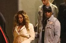 Beyonce Looks Chic In Mini Skirt And Platform Sandals