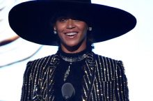 Beyonce Stylishly Won The CFDA Style Icon Award — And She Needs A Bow