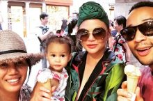 Chrissy Teigen Shows Just How Chic The Headwrap Can Be