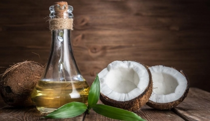 6 Hacks to Use Coconut Oil in Your Beauty Routine
