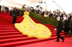 RIHANNA WORE SOMETHING VERY OUTRAGEOUS FROM CHINA TO THE MET GALA