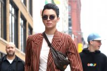 Kendall Jenner Single-Handedly Borrowed This Outfit From Mens Closet And SLAYED It