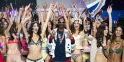 Snoop Dogg Was At Paris Fashion Week Dancing With A Lot Models
