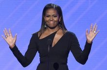 Michelle Obama Looks Pretty In This Dress With Adorable Neckline