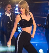 Fans OUTRAGED Because Taylor Swift Wore a Crop Top on NYE