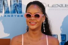 If The Pink Color Doesn't Make You Love Rihanna's Outfit, The Detail Is A Sure Deal